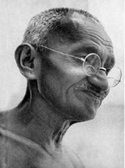 Il y a 90 ans... Gandhi_192923
