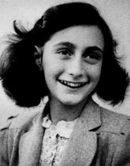Il y a 83 ans... Anne_Frank41