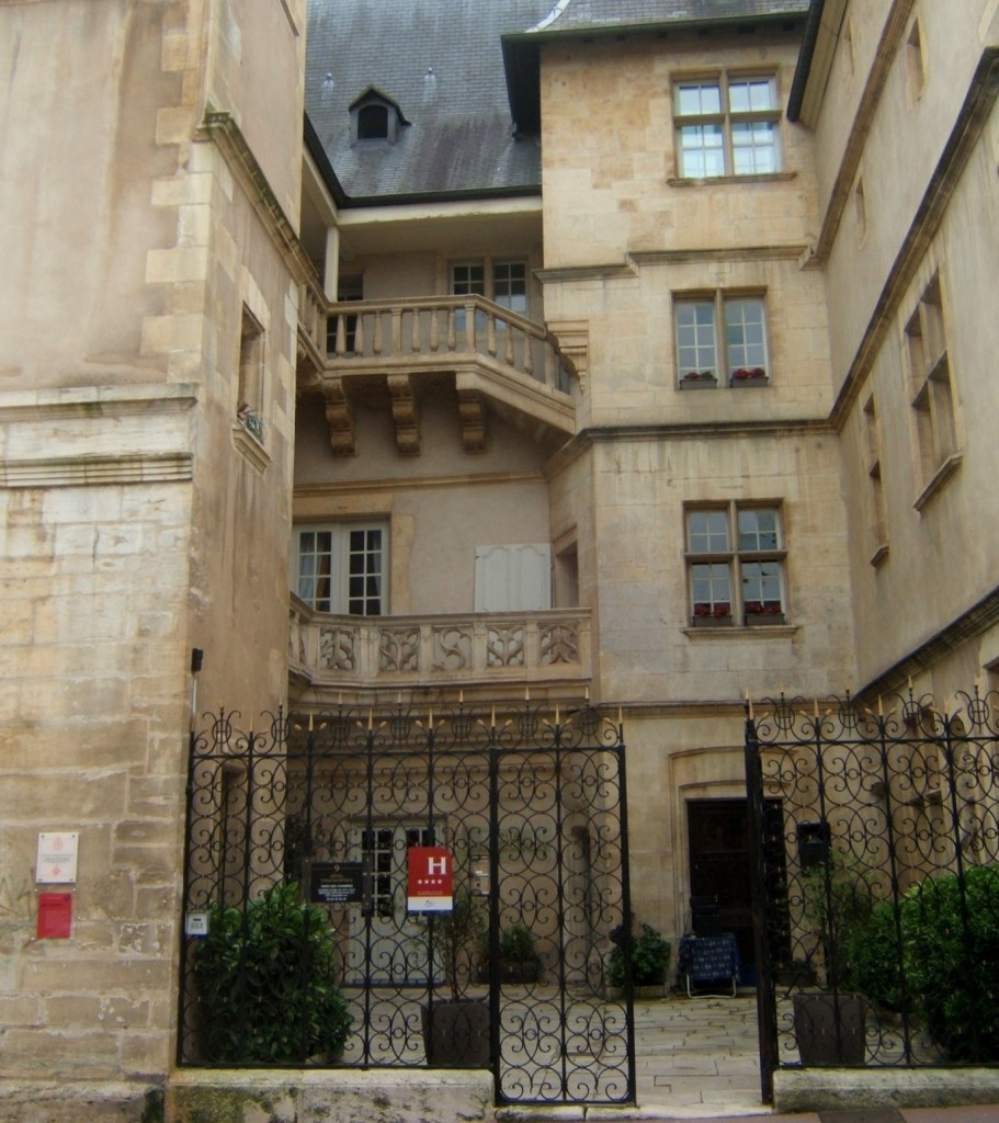 7-cour-dhotel