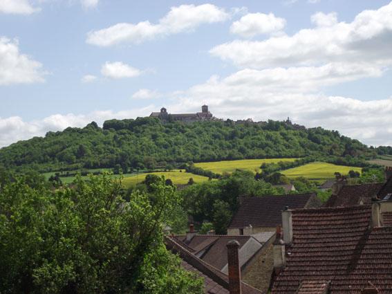 Visite de Vézelay dans Photos 003-asquin-vue-sur-colline-eternelle-petit