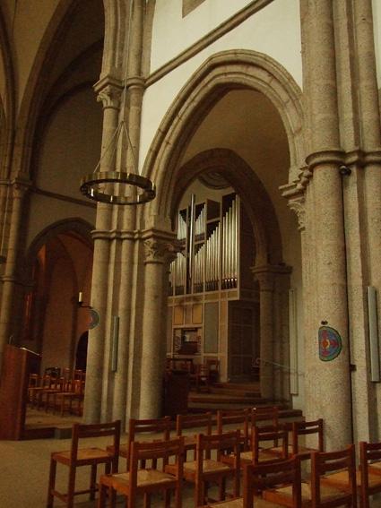 4-juin-2-abbaye-de-la-pierre-qui-vire-petit lac dans Voyages